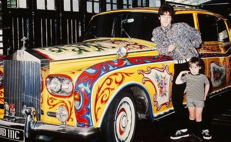 John_Lennon_And_Car_1024-600x400_fct599x369x26_t460